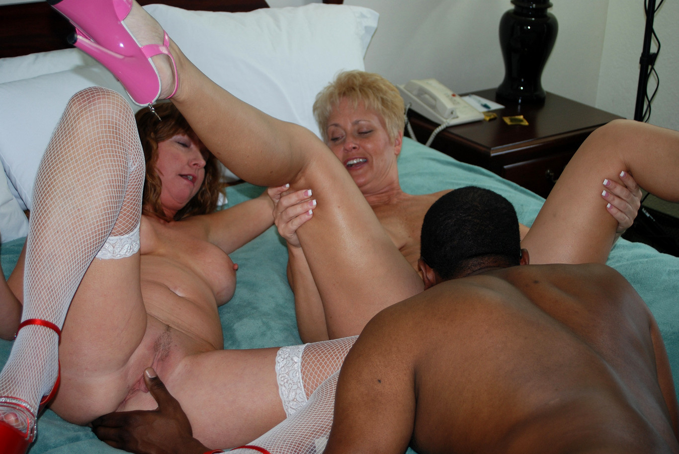 close-up-local-older-woman-swingers-bred