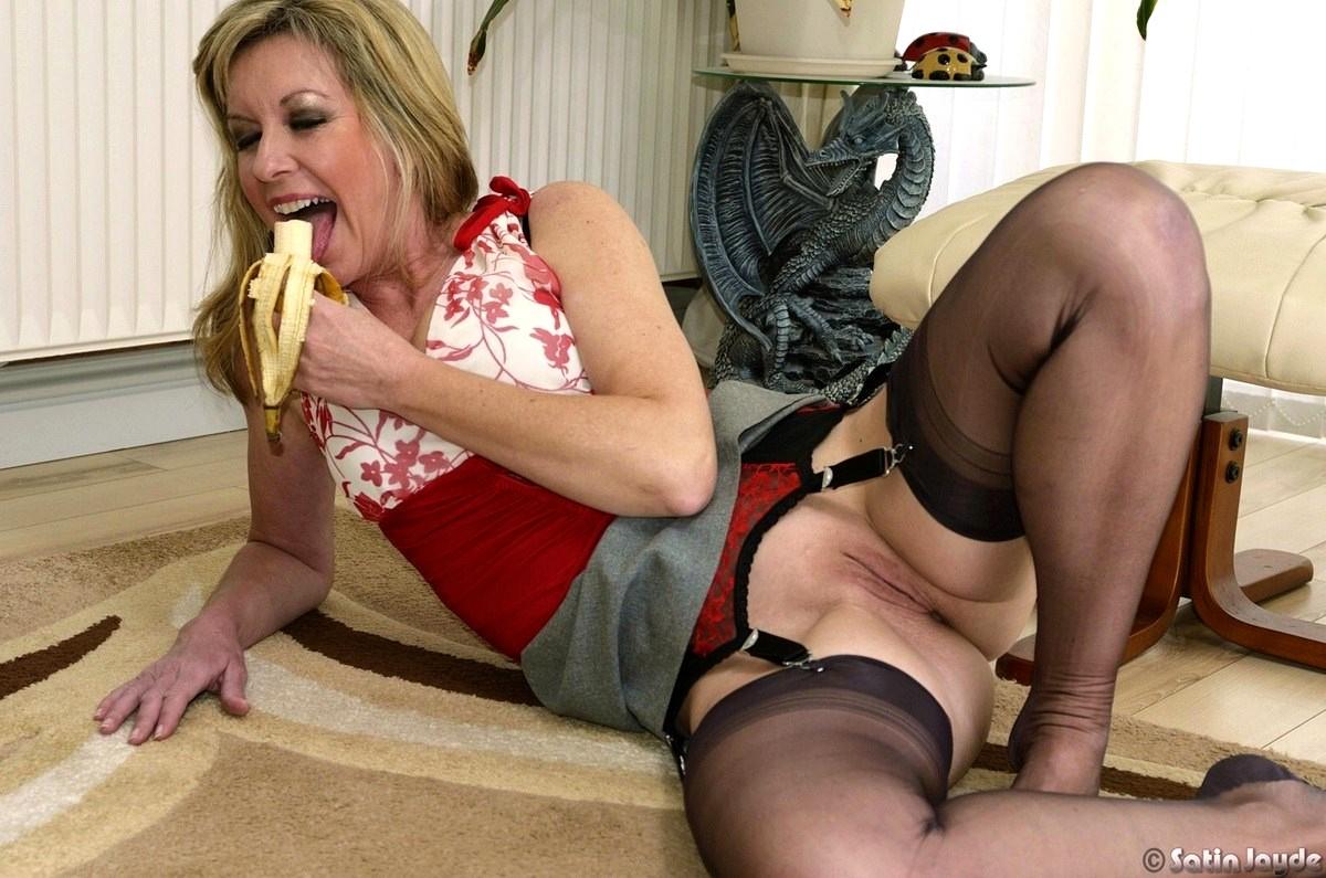 free-mature-nylon-sex-pics