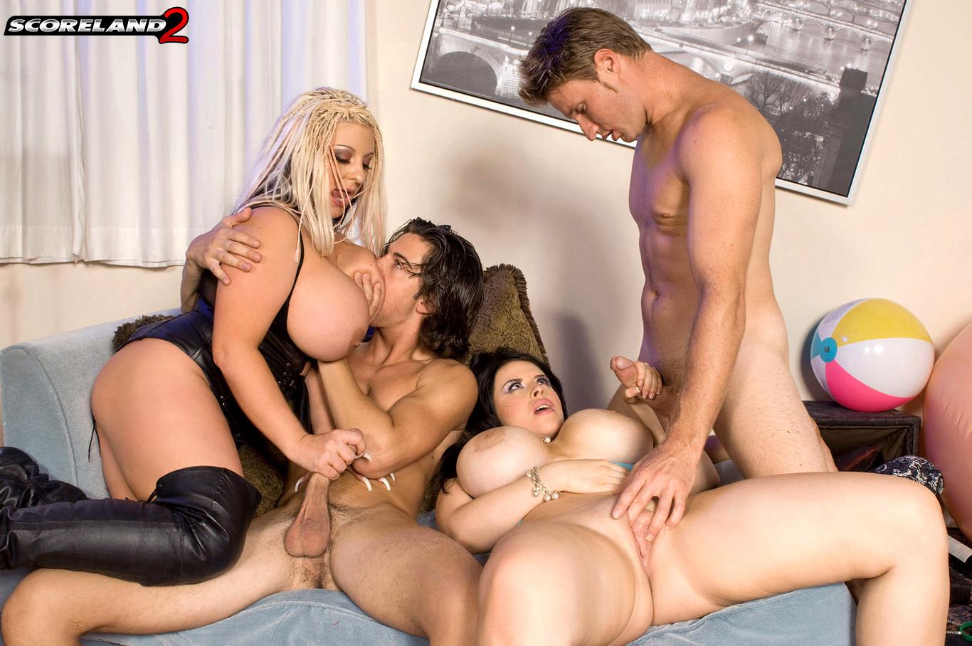 gruppovoe-porno-video-blondinok-s-bolshoy-grudyu-lesbiyanki-trahnuli-podrugu-vo-vse-sheli