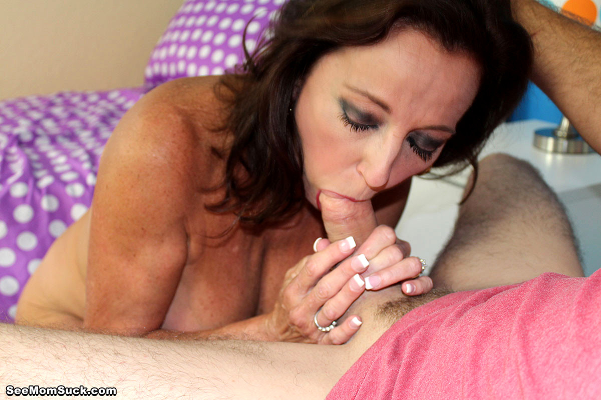 sexy-mom-does-blowjob