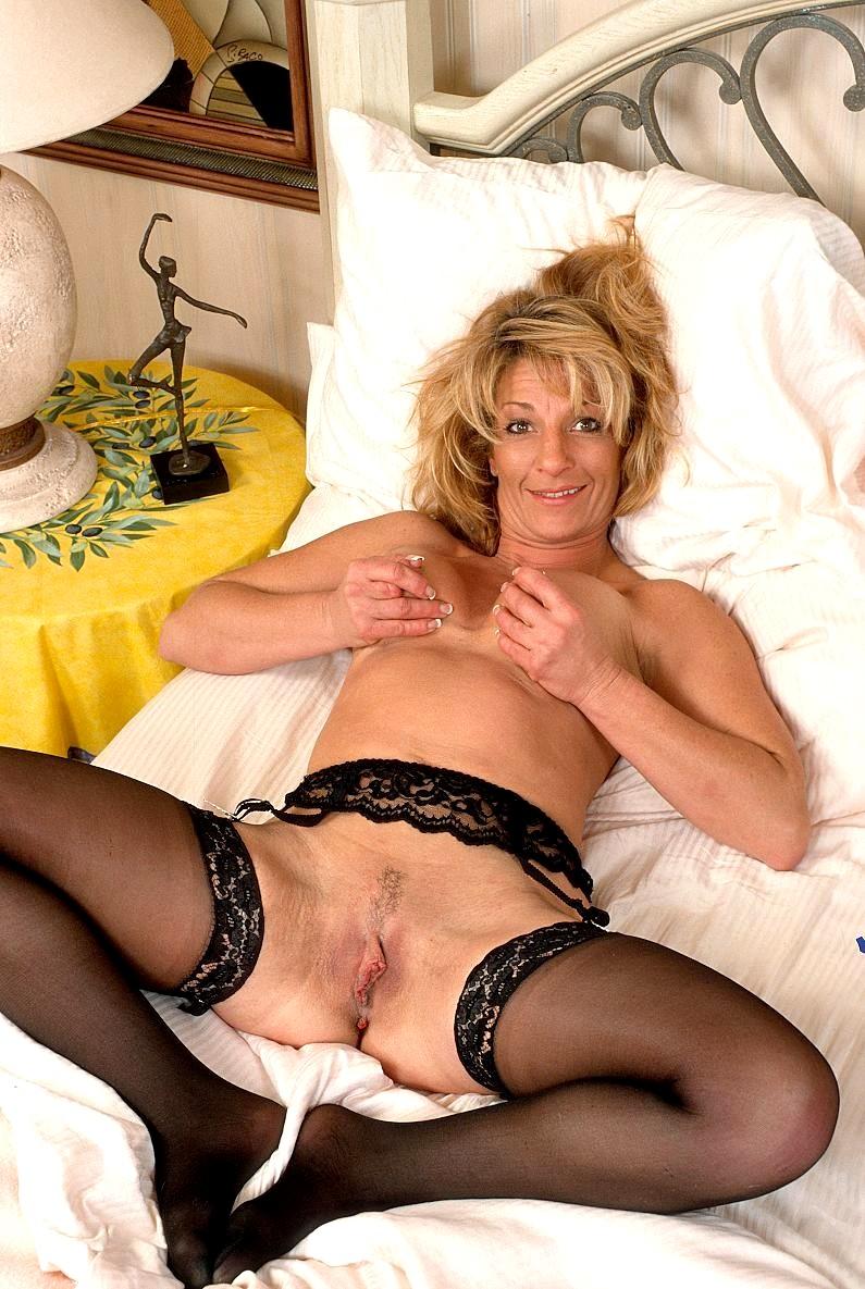 Mature Women Wearing Stockings