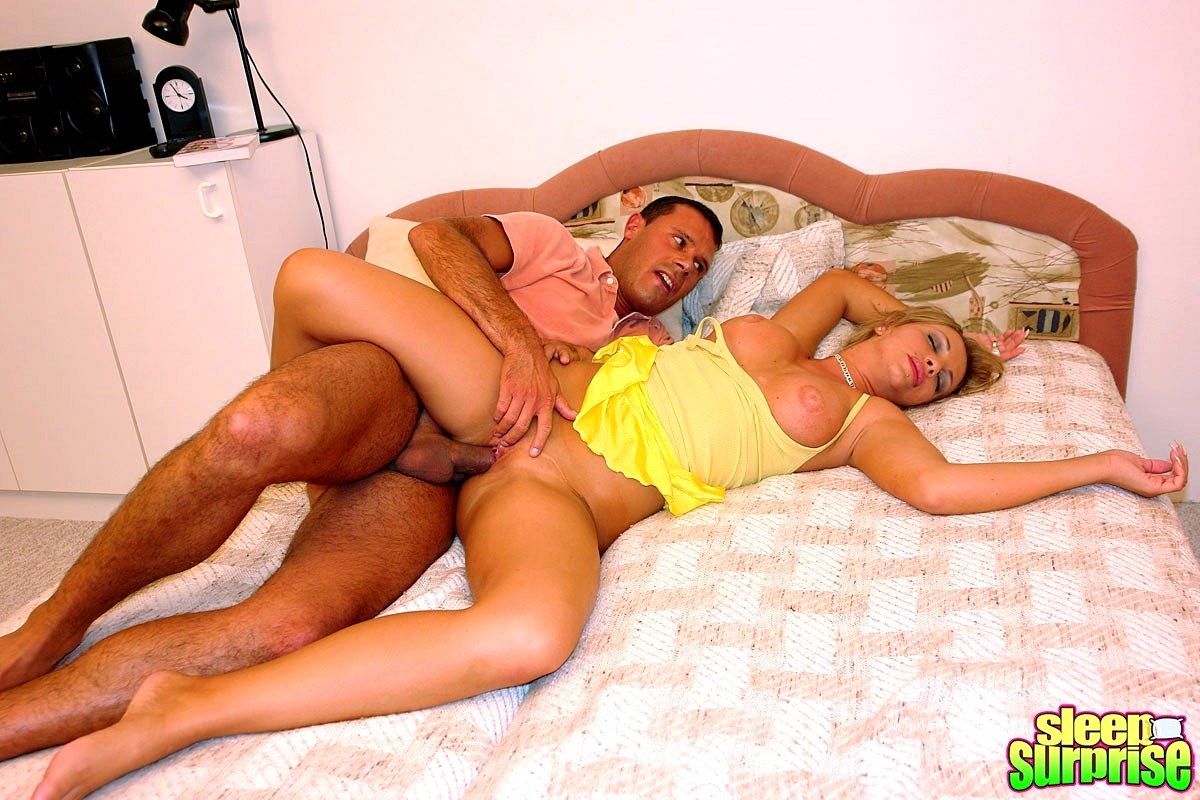 Young blonde fucked while sleeping — pic 15