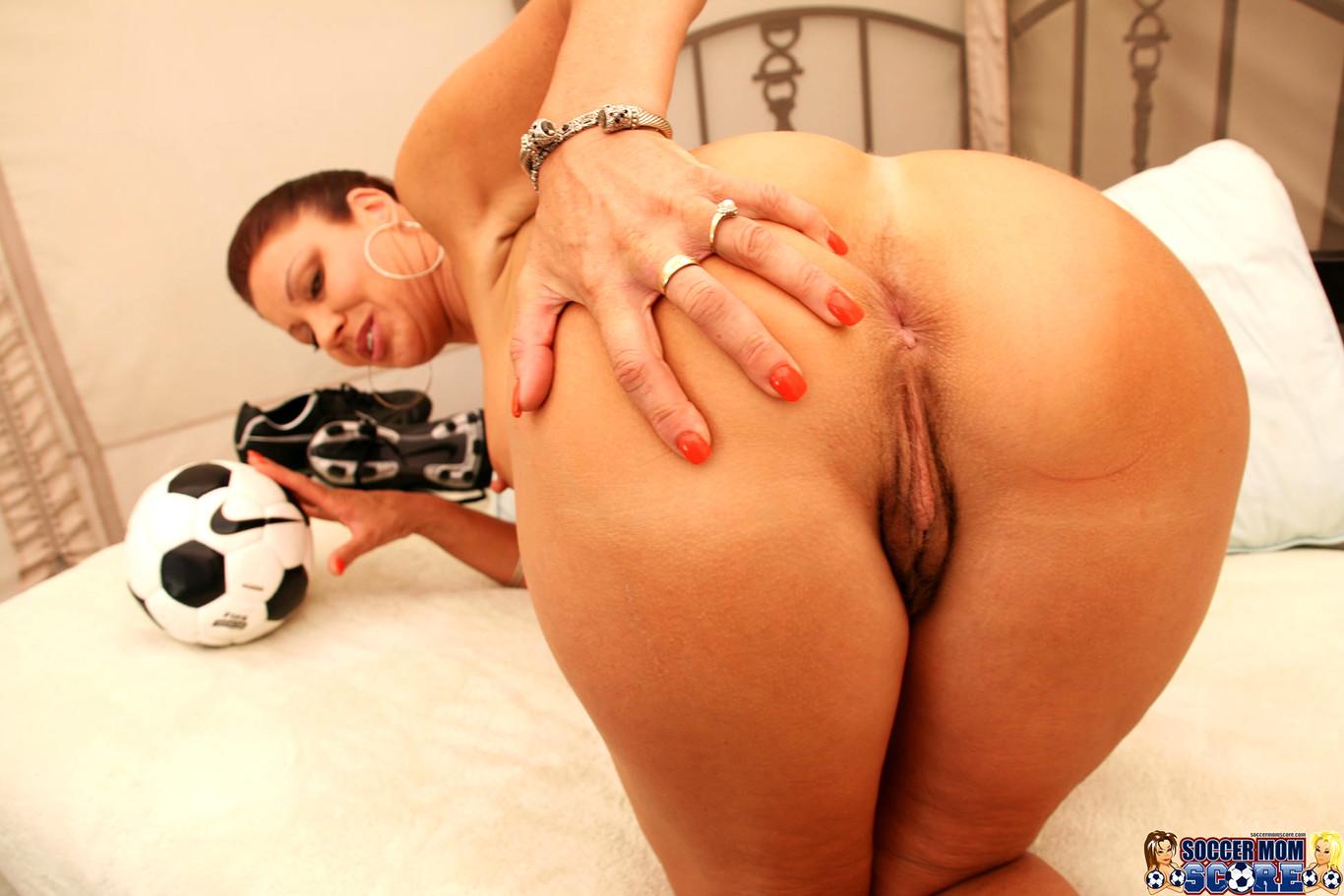 thug-soccer-mom-porn-star-with