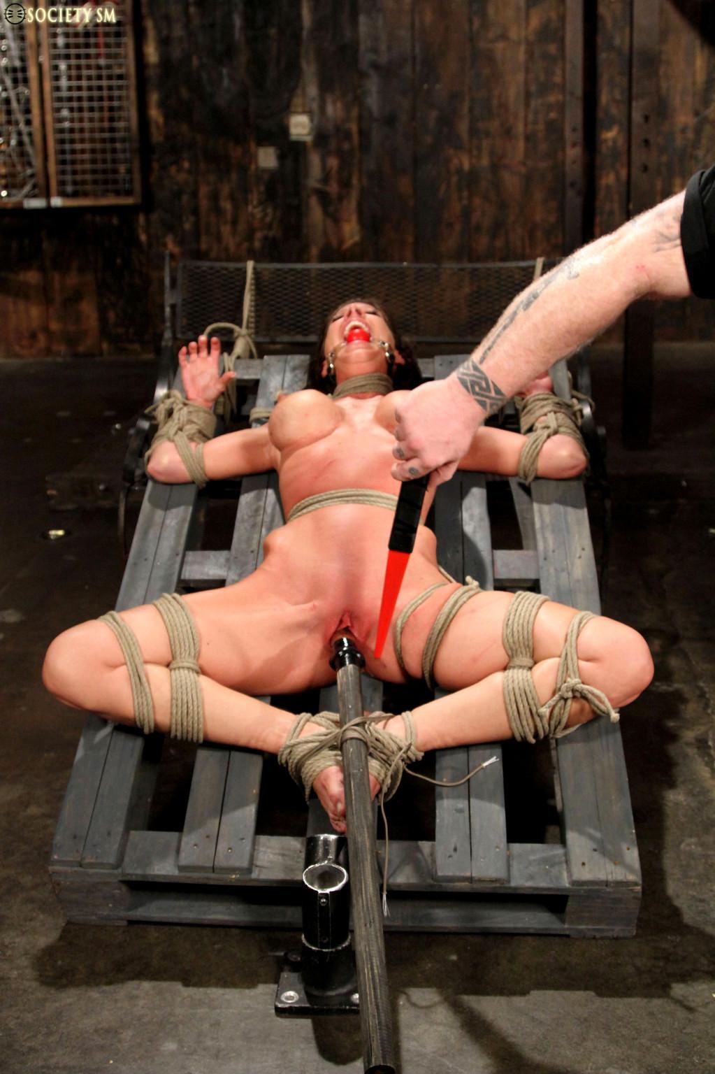 просмотреть видео порно бдсм жесткий секс драться необходимо