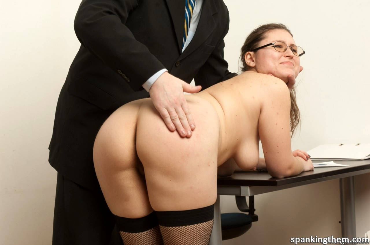 Порно порно босс наказал секретаршу по попке кино