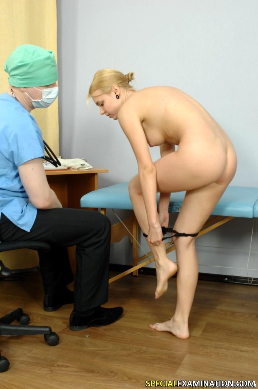 Электрика медосмотр русской блондинки колготках ебутся порно