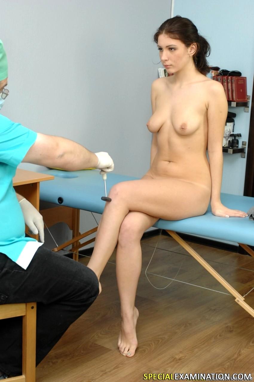 снимает стринги у врача только