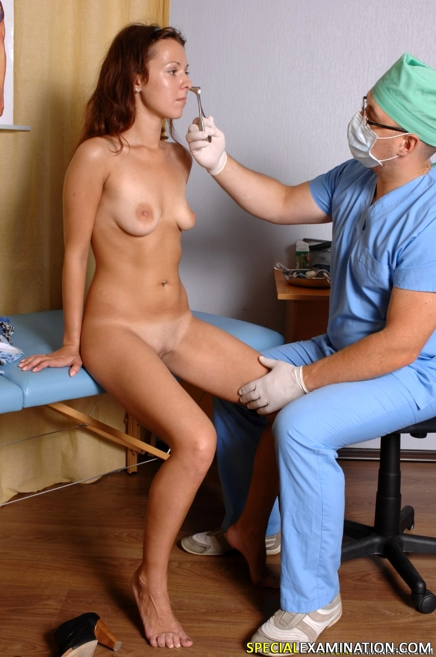 Girl gets naked for doctor