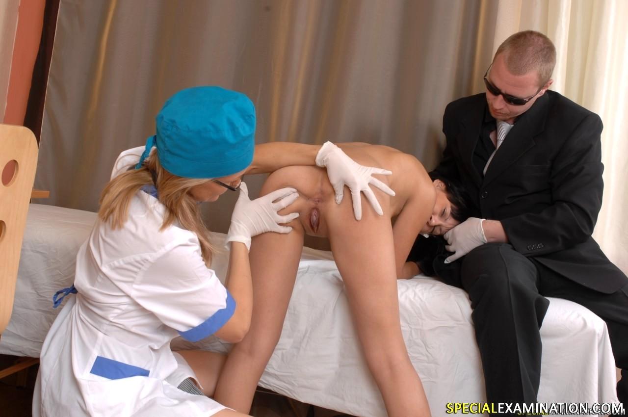 Сексуальные игры играем в доктора, вор трахает порно