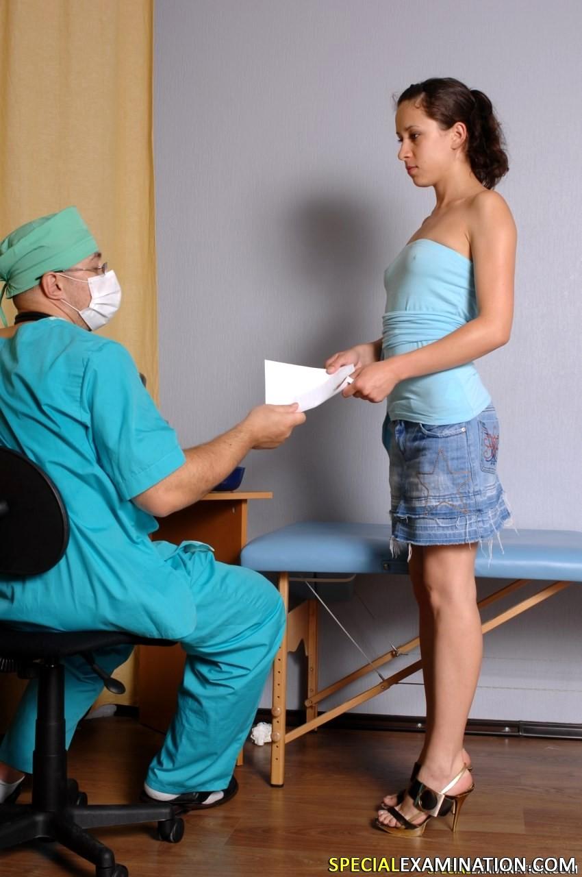 девушки на осмотре врача видео свободное время жаждут