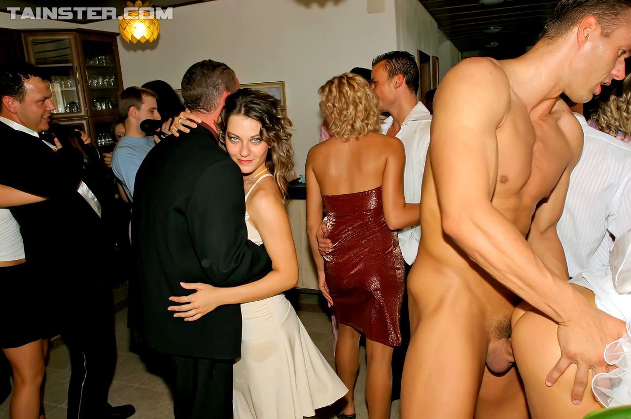 Порно вечеринки групповуха ххх на свадьбе, огромный предмет в зад лесби