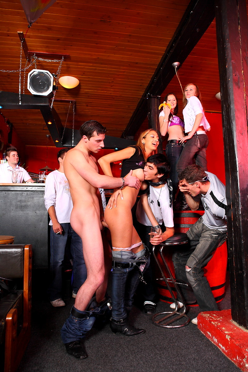 видим скарлетт смотреть бар секс длительных ласок одев