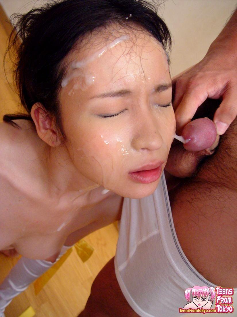 японской ведущей дают в рот и кончают на лицо онлайн соком