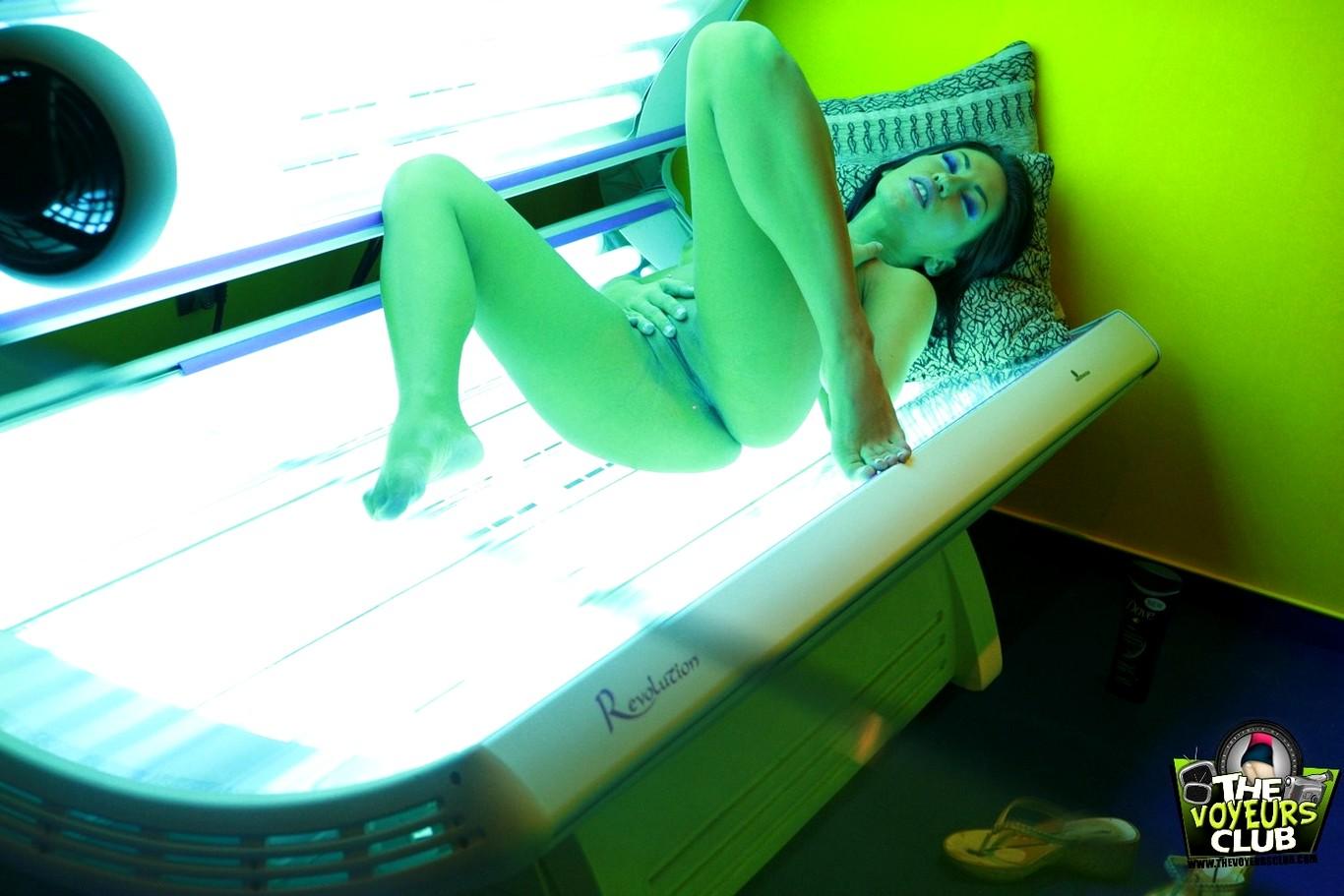 порно видео онлайн скрытая камера в солярии понравился снимок, где