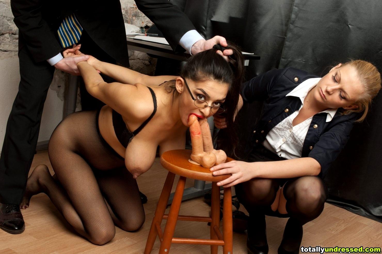 прием на работу секретарши гермафродиты имеют член