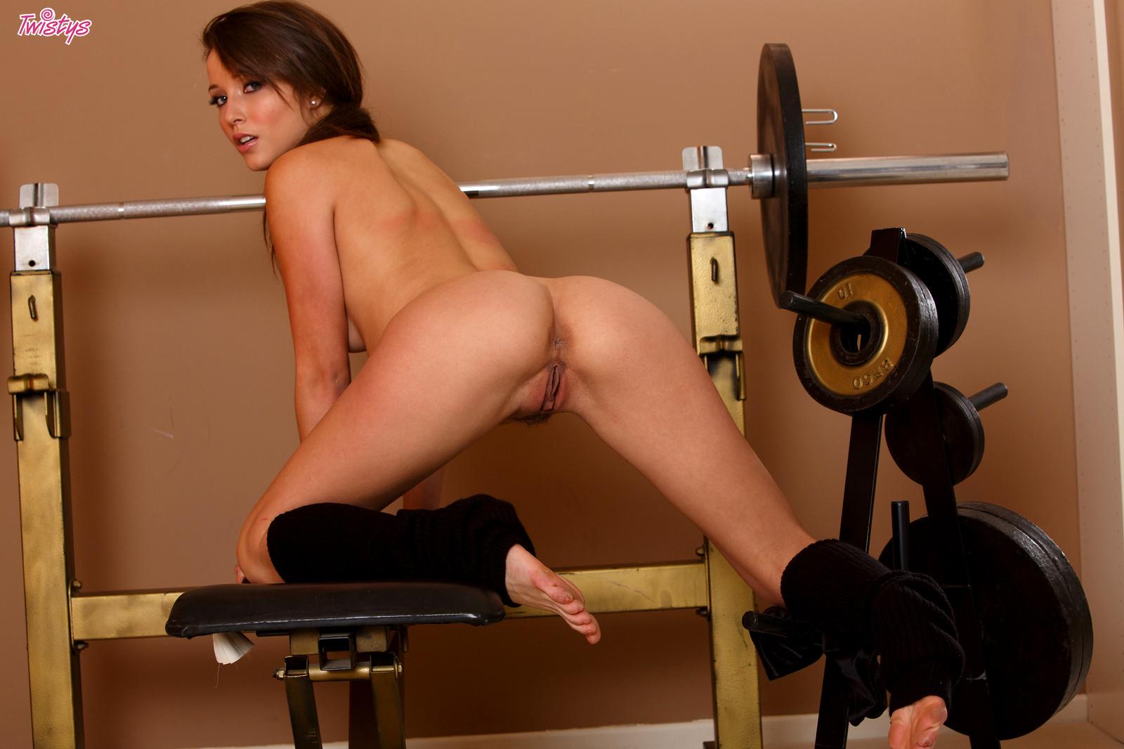 naked-gym-sluts