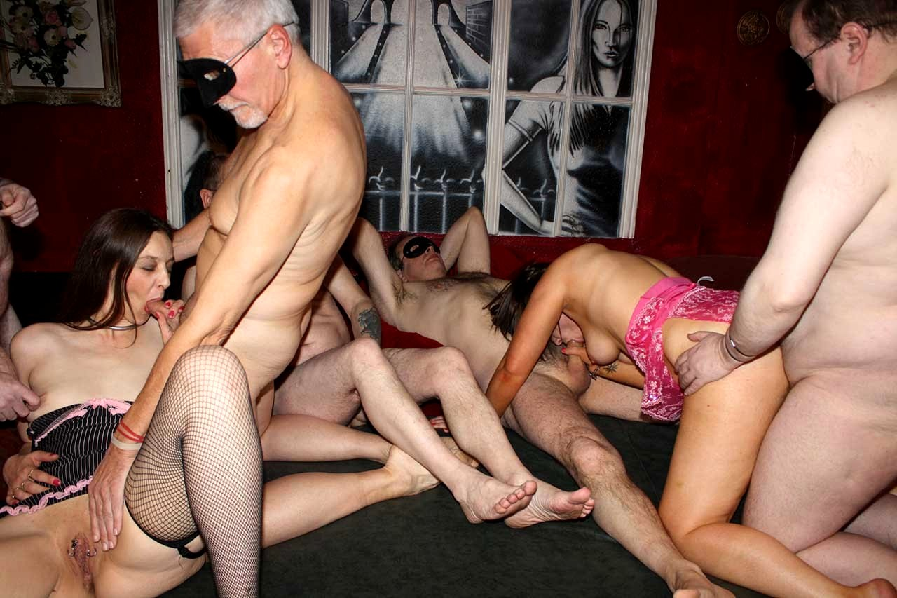 Club porn movies — photo 6