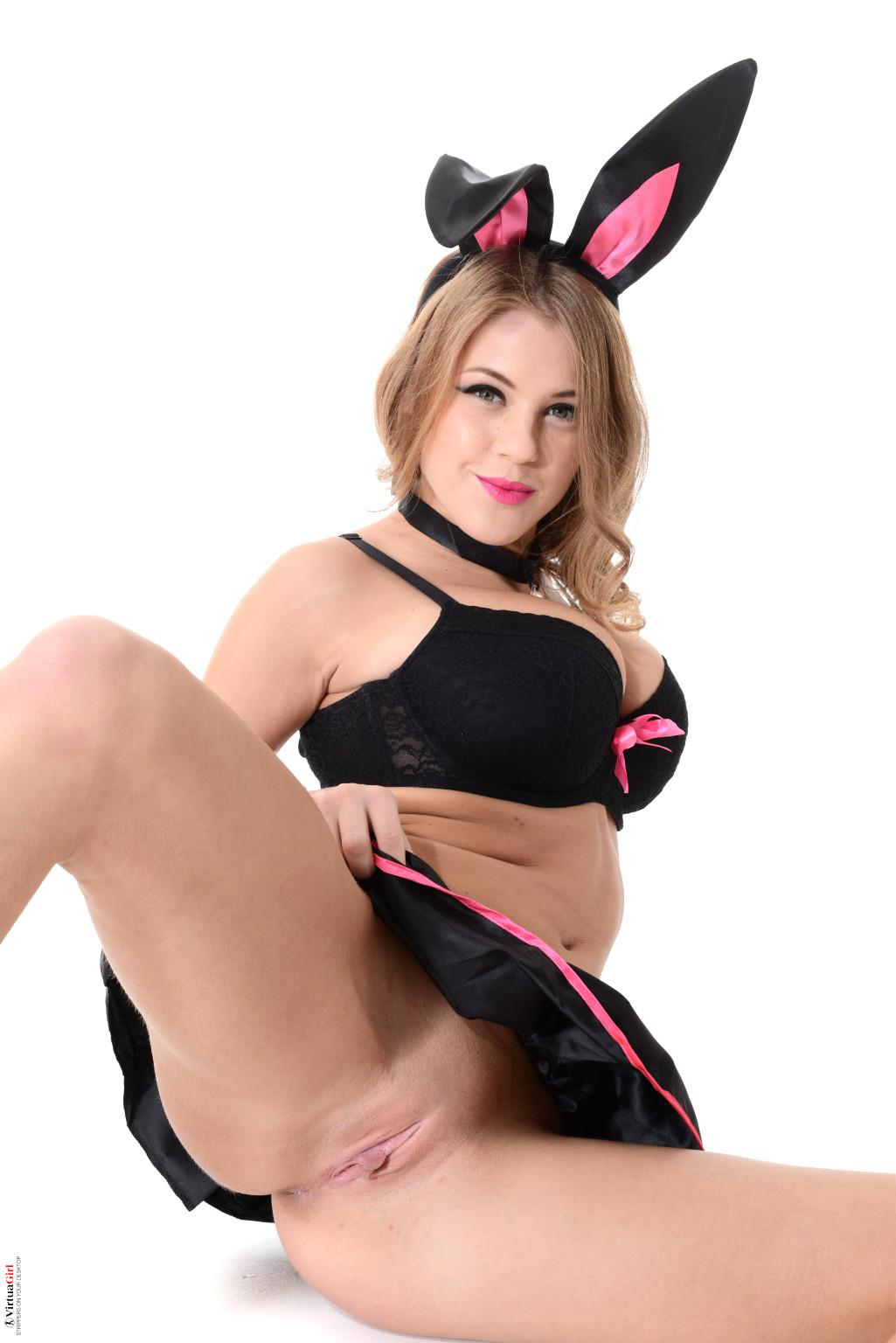 mature-bunny-girl-pics