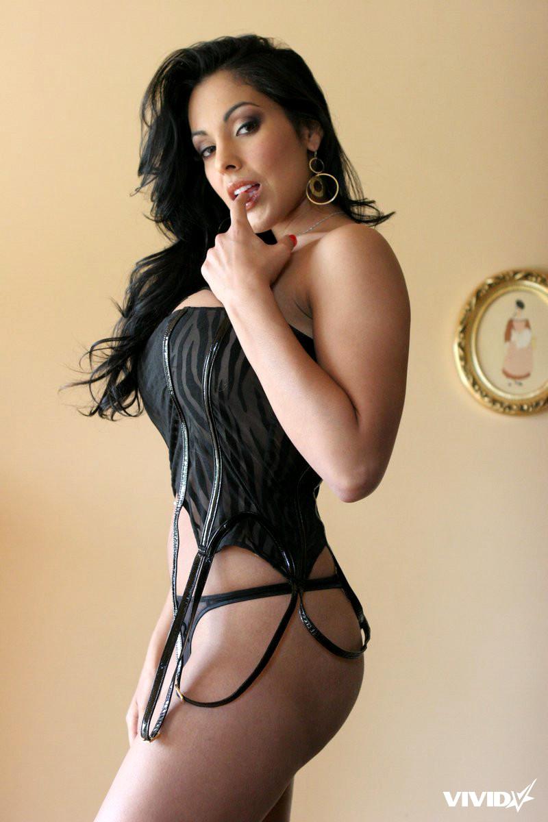 hot brunette picture