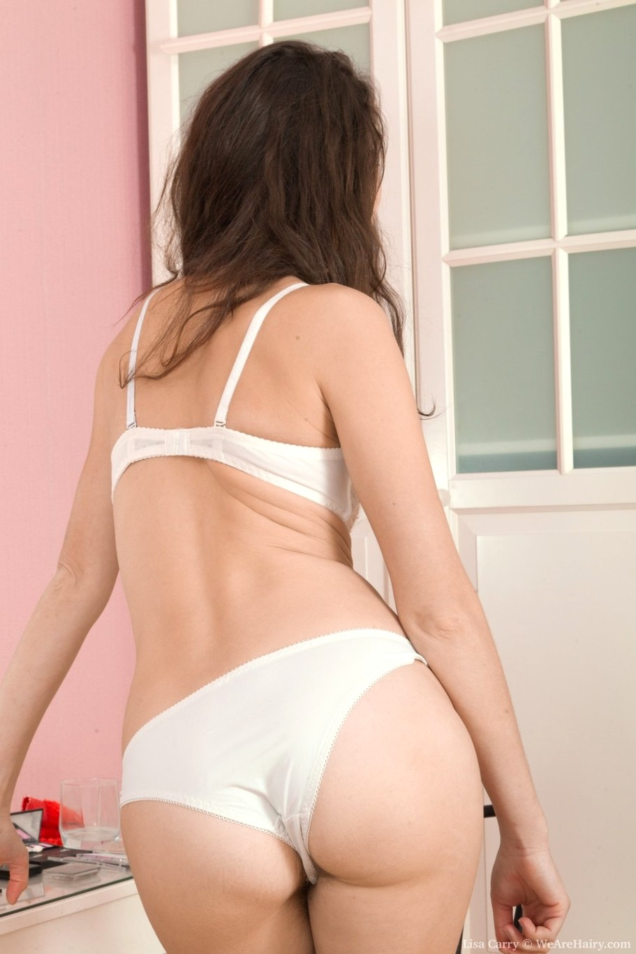 Lisa carry strips and shows off her natural body 9