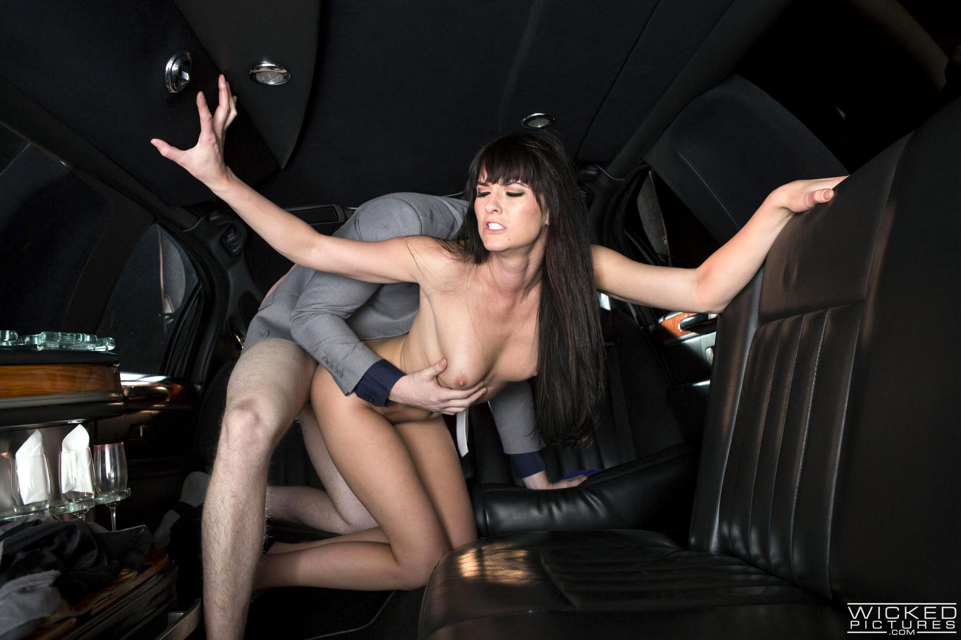 amateur slim naked butt