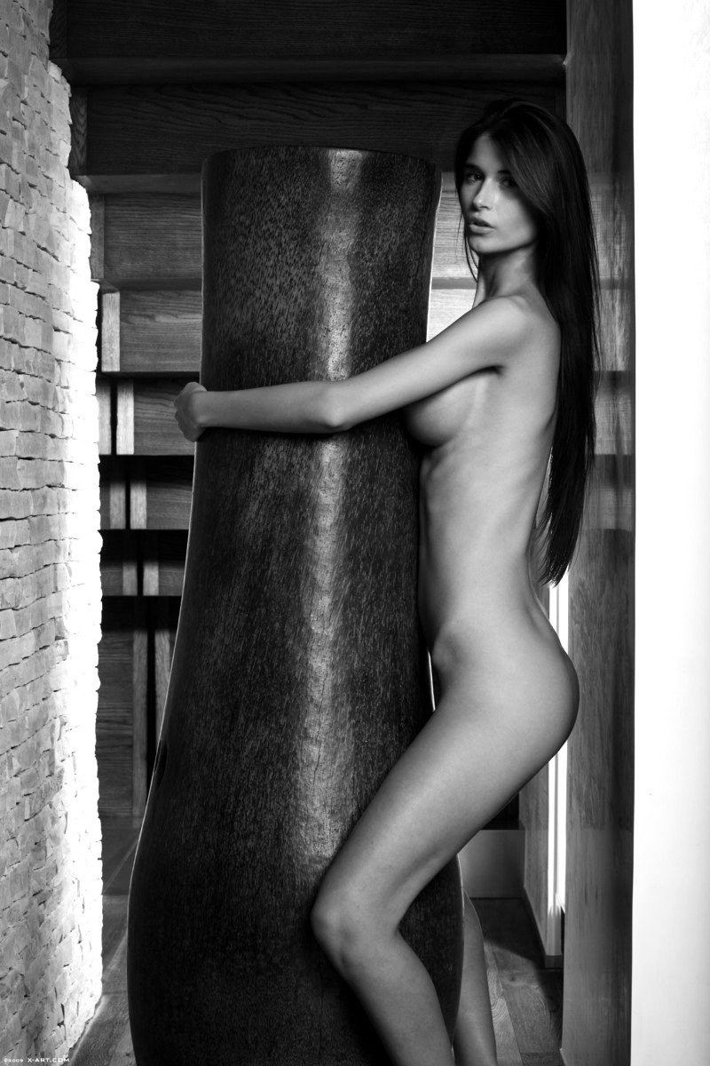 Naked slender models