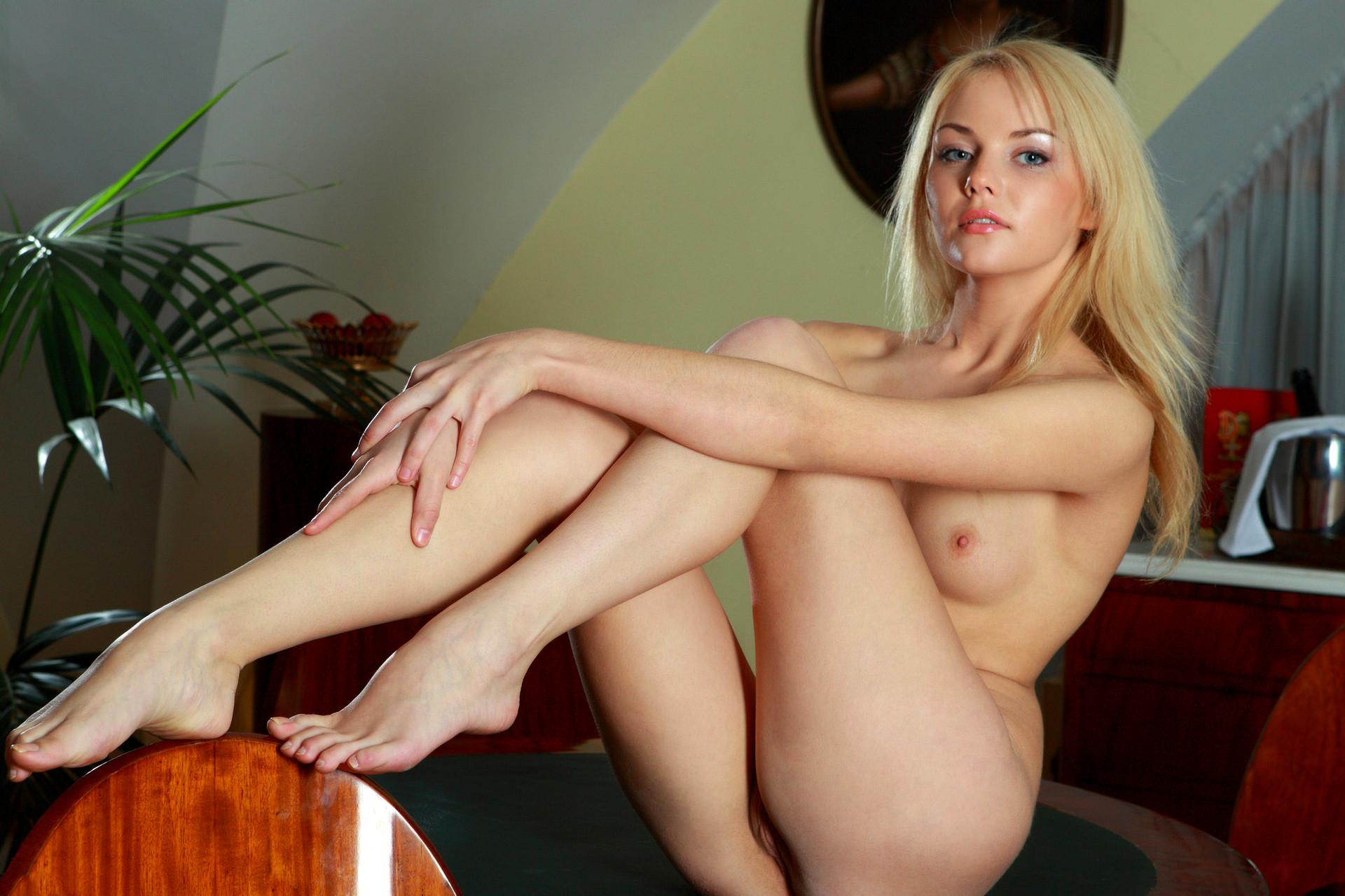 Эротика с студенткой, порно игры на пк со знаменитостями порно